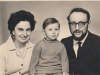 Dina and Vladimir Aks with their kid