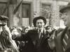 Илья Суслов и Яков Коган танцуют на улице во время евреского праздника после того, как милиция разогнала еврейскую молодежь возле синагоги. Фото 1955 год, п.а. Д. Хавкина.