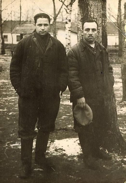 Михаил Кауфман (слева) и Давид Хавкин в исправительно-трудовом лагере, 1959 год.