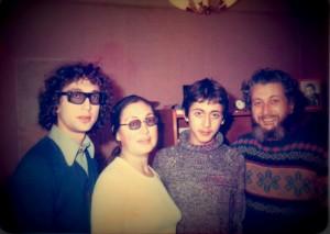 Семья Слепаков, 1973 год. Слева-направо: Александр, Мария, Леонид и Владимир. Персональный архив Владимира Слепака.
