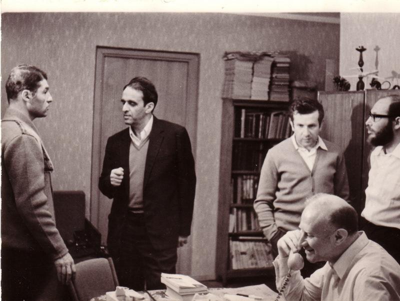 Во время голодовки на квартире А. Лунца, Москва, июнь 1973 года. Слева-направо: Александр Воронель, Александр Лунц, Виктор Брайловский, Марк Азбель, Дан Рогинский. (п.а. А. Лунц).