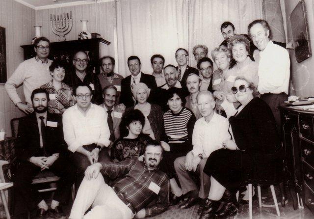 Подготовительная встреча участников симпозиума по секретности. Третий слева в последнем ряду -Милан Менжерицкий, вторая справа в последнем ряду - Циля Ройтбурд-Менженицкая.