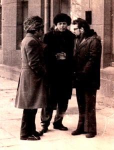 Слева направо:Давид Леви, корреспондент Торонто Стар, академик Андрей  Сахаров, Эдуард Финкельштейн, Вильнюс, 1976.
