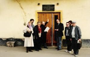 Перед культурным центром имени Соломона Михоэлса.
