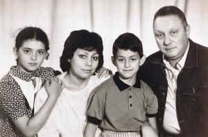 Семья Мушинских: Катя, Римма, Саша и Владимир